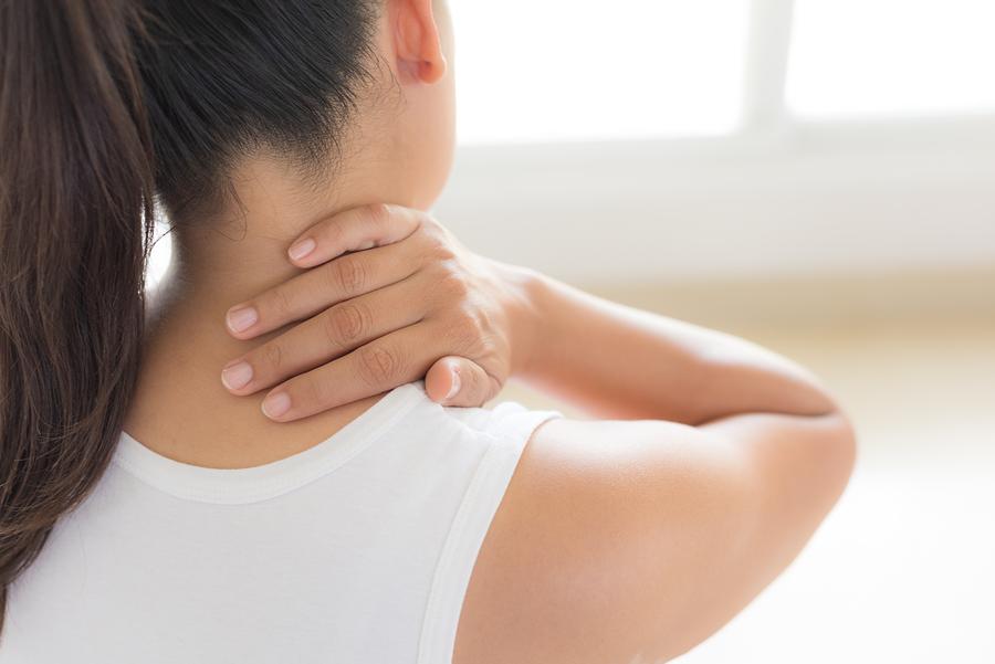 Πόνος στον αυχένα; Απλά βήματα για να τον αντιμετωπίσετε!